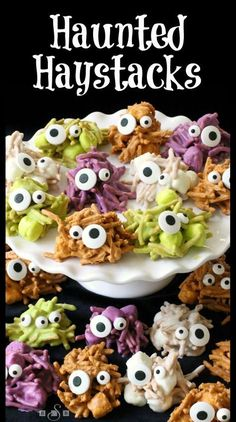 Haystacks - these ghoulish little treats are perfect for Halloween!, Haunted Haystacks - these ghoulish little treats are perfect for Halloween!, Haunted Haystacks - these ghoulish little treats are perfect for Halloween! Halloween Party Snacks, Hallowen Food, Dessert Halloween, Halloween Goodies, Snacks Für Party, Holidays Halloween, Halloween Kids, Easy Halloween Treats, Easy Halloween Appetizers