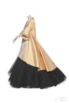 """""""Adélaïde"""". Conjunto (vestimenta), abrigo. 1948. Christian Dior. Les Arts Décoratifs, Paris."""