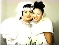 Selena & Suzette at Suzette's wedding! Selena Quintanilla Perez, Suzette Quintanilla, Selena Mexican, Marilyn Monroe Death, Very Pretty Girl, She's A Lady, I Miss Her, Her Music, Celebs