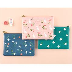 Livework Piyo cute pattern daily pouch by Livework. The Piyo pattern daily pouch is so cute and well made zipper pouch. Bag Patterns To Sew, Sewing Patterns, Diy Hair Scrunchies, Novelty Bags, Cute Stationary, Diy Purse, Girls Bags, Love Sewing, Cute Pattern