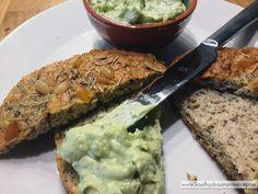 Koolhydraatarm focaccia brood Healthy Recepies, Healthy Breakfast Recipes, Healthy Snacks, Best Low Carb Bread, Lowest Carb Bread Recipe, Easy Cooking, Healthy Cooking, Low Carb Crackers, Low Carb Recipes
