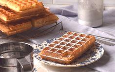 Eenvoudig recept voor echte Brusselse Wafels. Met bloemsuiker en slagroom. Cookie Desserts, Fun Desserts, Belgium Food, Sweet Bakery, Creative Food, New Recipes, Oven, Food And Drink, Healthy Eating
