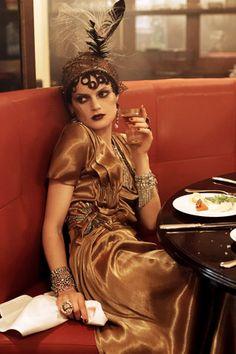 """Te dicen """"como has cambiado"""" porque ahora los tratas como se merecen. 20s Fashion, Moda Fashion, Fashion Shoot, Editorial Fashion, Vintage Fashion, Flapper Fashion, Paris Fashion, Victorian Fashion, Vogue Editorial"""