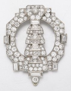 PLATINUM AND DIAMOND BROOCH, CIRCA 1925