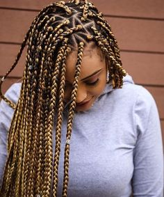 Blonde braids have a good well known to dark skin women. And some of the African American like blonde color with box braids. Women who love blonde braids they can try these 13 blonde braids. Triangle Box Braids, Box Braids Pictures, Curly Hair Styles, Natural Hair Styles, Natural Braids, Short Box Braids, Box Braids Bun, Braids Easy, Small Braids