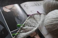 Baby-Hausschuhe   Ines strickt Dishcloth Knitting Patterns, Amigurumi Patterns, Baby Knitting, Crochet Patterns, Baby Slippers, Knitted Slippers, Free Crochet, Crochet Hats, Crochet Top Outfit