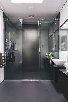 RTA Studio and Trinity Interior Design create an inner-city that enjoys the views of Auckland's most iconic built and natural landscapes. Portland Apartment, Garden Shower, New Builds, Urban, Interior Design, City, Bathrooms, Building, Bathroom Designs