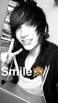 i love this picture because he's smiling his beautiful smile Cute Emo Guys, Hot Emo Boys, Emo Girls, Scene Boys, Emo Scene, Nf Real Music, Shannon Taylor, Gothic Men, Emo Hair