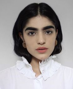Natalia Castellar was mocked as a youngster by other children for her thick, dark eyebrows, but now the has shut down her haters after landing a modeling job. Make Up Looks, Portrait Inspiration, Makeup Inspiration, Natalia Castellar, Pretty People, Beautiful People, Beautiful Lips, Beautiful Celebrities, Beautiful Women