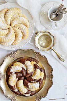 Omlós, bögrés vaníliás kiflicskék | Rupáner-konyha My Recipes, Sweet Recipes, Cooking Recipes, Hungarian Desserts, Christmas Sweets, Cake Cookies, Apple Pie, Delish, Bakery