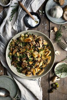 Delicious and comforting mushroom gnocchi recipe, cooked with fresh thyme and white wine. Vegan and vegetarian option! #gnocchi #vegan | via @annabanana.co via @annabananaco