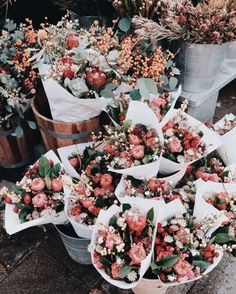 Flowers Aesthetic Bouquets 35 New Ideas aesthetic bouquet Fall Flowers, Fresh Flowers, Pretty Flowers, Pink Flowers, Flowers Bucket, Bouquet Flowers, Pink Roses, Fall Bouquets, Romantic Flowers