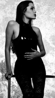Angelina Jolie Angelina Jolie Pictures, Angelina Jolie Photos, Angelina Jolie Young, Lara Croft, Jolie Pitt, Dark Beauty, Woman Crush, Beautiful People, Beautiful Women