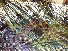 Alixene Curtis - she weaves beauty and wairua in everything she touches Flax Weaving, Tapestry Weaving, Loom Weaving, Basket Weaving, Types Of Weaving, Inkle Loom, Maori Designs, Maori Art, Kiwiana