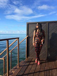 petite fashion blogger elegantly fashionable