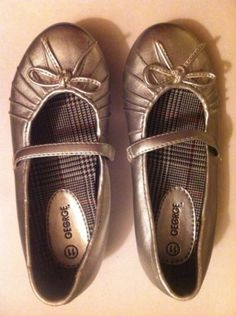 Girls Silver Dress Shoes Size 11 George Brand Bow Accents Pre-owned - http://shoes.goshoppins.com/girls-shoes/girls-silver-dress-shoes-size-11-george-brand-bow-accents-pre-owned/