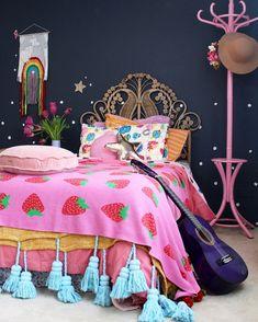 Boho kids bedroom   girls bedroom ideas using vintage finds. More on the blog www.fourcheekymonkeys.com #KidBedroomIdeasForGirls