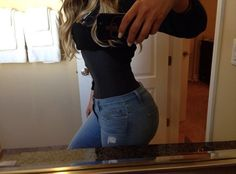 Khloe Kardashian Shows Off Tiny Waist In Sexy New Pic. May 1,2014