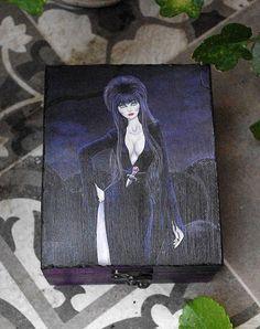 Caja estilo gótico Pintada y decorada a mano. Ilustración