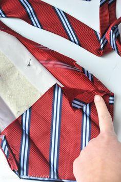 necktie-zip pouch tutorial. details piecing using a necktie