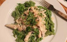 Grüne Spätzle mit Mandelrahm-Pilzsoße (vegan)