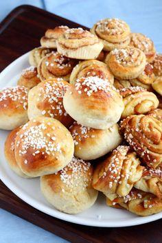 Rahkapullataikina (munaton) - Suklaapossu Finnish Recipes, Hamburger, Food And Drink, Cookies, Baking, Sweet, Desserts, Breads, Crack Crackers