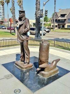 The Lone Sailor    Stanley Bleifeld, 1986, Bluff Park,  Long Beach, California, USA, sculpture