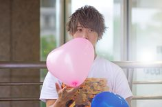 Japanese boy holding pink balloon  #JAPAN KAWAII BOY#hairstyle#men's fashion