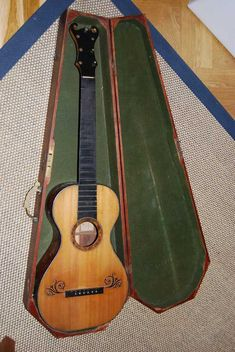 Early Romantic Guitar: Gallery of Dated Instruments Romantic Music, Guitar Building, Classical Guitar, Mandolin, Vintage Guitars, Ukulele, Musical Instruments, Musicals, Acoustic Guitars