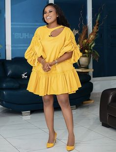 African Wear Dresses, Latest African Fashion Dresses, African Print Fashion, African Attire, African Outfits, Classy Work Outfits, Classy Dress, Chic Outfits, Fashion Outfits
