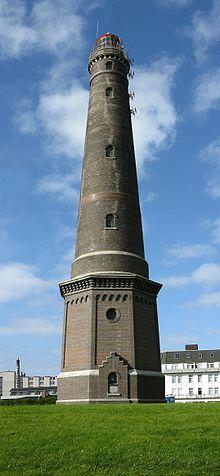 Allemagne - Phare de Borkum Le phare de Borkum est un phare situé sur l'île de Borkum, en Basse-Saxe, Allemagne (en allemand, Borkum Großer Leuchtturm, « grand phare de Borkum » ou Neuer Leuchtturm, « nouveau phare »). D'une hauteur de 60 m (197 pieds), c'est l'un des 30 plus hauts phares traditionnels du monde, et le troisième parmi les phares construits en briques.