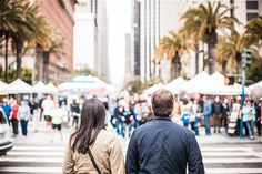 Couple in San Francisco ➤ DOWNLOAD by click on the picture ➤ #Couple #City #Sanfrancsico #Palms #People #Crosswalk  #freestockphotos #picjumbo