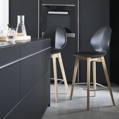 Basil W Stool by Calligaris Kitchen Stools, Bar Stools, Table Reglable, Cuir Vintage, Chaise Bar, Commercial Furniture, Made Of Wood, Decoration, Color