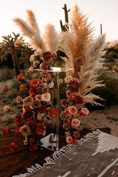 このサワロ国立公園の結婚式のインスピレーション撮影の背後にある才能のあるチームは、レンタル、花、モデルのすべてを詰め込み、一般道に行きました!このサワロ国立公園の結婚式のインスピレーション撮影の背後にある才能のあるチームは、レンタル、花、モデルのすべてを詰め込み、一般道に行きました!
