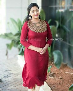 Anu Sithara Sexy stills Fashion Designer, Indian Designer Wear, Designer Dresses, Kurta Designs, Blouse Designs, Churidhar Designs, Dress Neck Designs, Traditional Fashion, Indian Attire
