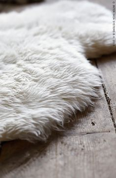 A sheepskin throw can be a fuzzy, soft rug. LUDDE sheepskin from IKEA is white wool that's soil-repellent and hard-wearing for lots of comfy nights and mornings underfoot. Ikea Bedroom, Cozy Bedroom, Bedroom Furniture, Bedroom Retreat, Furniture Ideas, Ikea Inspiration, Nordic Living, Home And Living, Cozy Living