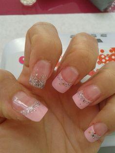 Uñas acrulicas francesa rosa y glitter encapsupado