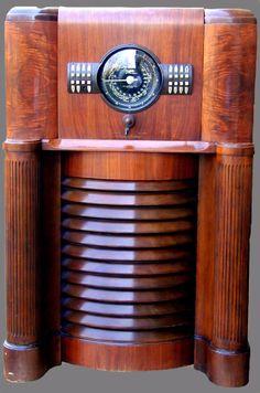 1939 Zenith 12-S-370 Console Floor Tube Radio