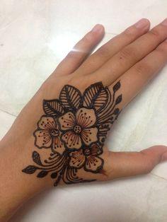 @naazi_henna #mehndidesigns #designmehndi #simplemehndidesign #flowermehndi #henna #hennatattoo #hennadesign #hennamehndi Henna Mehndi, Hand Henna, Mehndi Designs, Hand Tattoos, Arm Tattoos, Mehandi Designs