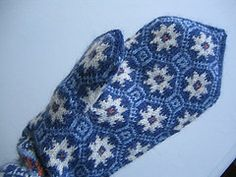 Fair Isle & Norwegian Knitting Let's Get Started! Fair Isle Knitting Patterns, Fair Isle Pattern, Knit Mittens, Mitten Gloves, Norwegian Knitting, Fair Isles, Wrist Warmers, Celtic Knot, Sally