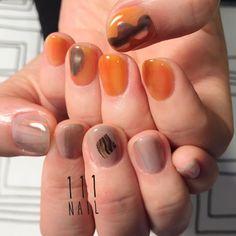 ◻️▫▪️▫️⚪️ #nail#art#nailart#ネイル#ネイルアート#metallic#抜け感#透け感#grey#camel#アシメネイル#cool#ショートネイル#ネイルサロン#nailsalon#表参道#orange111#アシメ111#シンプル111#mode111 (111nail)