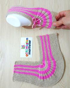 """fatma on Instagram: """"Hayırlı günler hayırlı kandiller dilerim.. Rabbim tüm dualarımızı kabul eylesin.. İki şişle yelpaze patik modeli detaylı anlatımı için…"""" Knitting Socks, Knitting Stitches, Knitting Patterns Free, Knit Patterns, Free Knitting, Crochet Boots, Knit Crochet, Woolen Socks, Crochet Ripple"""