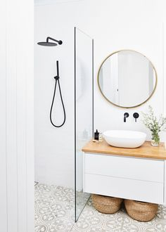 Tour Natalie Fitch's Elegant and Minimal Home – Bed Threads Bathroom Inspo, Bathroom Styling, Boho Bathroom, Mirror Bathroom, Bathroom Lighting, Industrial Bathroom, Light Bathroom, Bathroom Ideas White, Mirror Floor