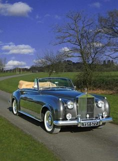 Vintage Cars Classic silver-shadow-crewe: Rolls-Royce Silver Cloud II Drophead Coupe adaptation by H. Auto Rolls Royce, Voiture Rolls Royce, Rolls Royce Silver Cloud, Rolls Royce Silver Shadow, Dream Cars, Automobile, Bmw Classic Cars, Classic Auto, Porsche Classic