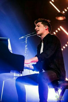 Charlie Puth playing Piano on stage Charlie Puth, Cute Celebrities, Celebs, 5sos, Playing Piano, To My Future Husband, Celebrity Crush, My Idol, King Of Music