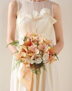 simple-peach-bridal-bouquet
