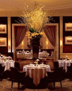 A long-time favorite among prominent eastside neighbors and socialites, The Carlyle Restaurant, designed in the English manor house style by the late Mark Hampton, marries luxury with intimacy and is famous for its Dover Sole and Lobster Thermidor.