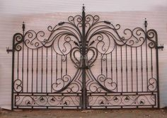 Prodigious Wooden fence jacksonville fl,Garden fence roll and Modern fence gate design. Wrought Iron Decor, Wrought Iron Fences, Tor Design, Fence Design, Metal Gates, Front Yard Fence, Farm Fence, Modern Fence, Backyard Fences
