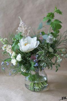 Rento niittymäinen kukkakimppu Fake Flowers, Pretty Flowers, White Flowers, Beautiful Flowers Photos, Vase Arrangements, Flower Pictures, Bud Vases, Flower Decorations, Bouquet