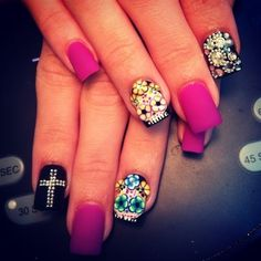 Color combo black fuschia & diamons would look nicee